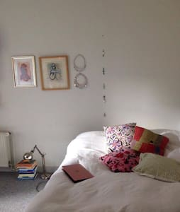 Cosy room in central apartment - Aarhus - Wohnung