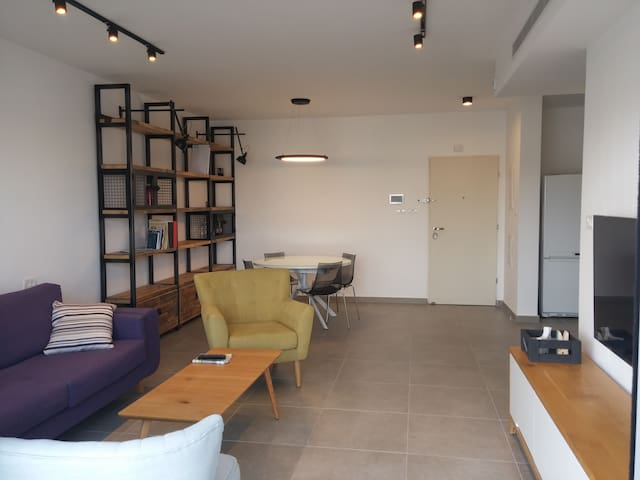 Cultural Hall private balcony and shower room - Rehovot - Apartamento