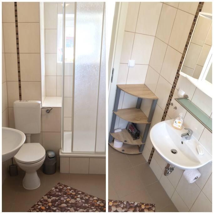 2 Duschbäder mit WC