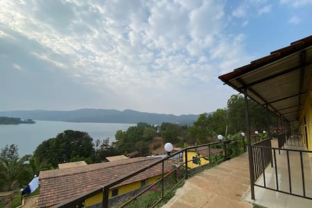 Lake View Cottage Stay near Panshet
