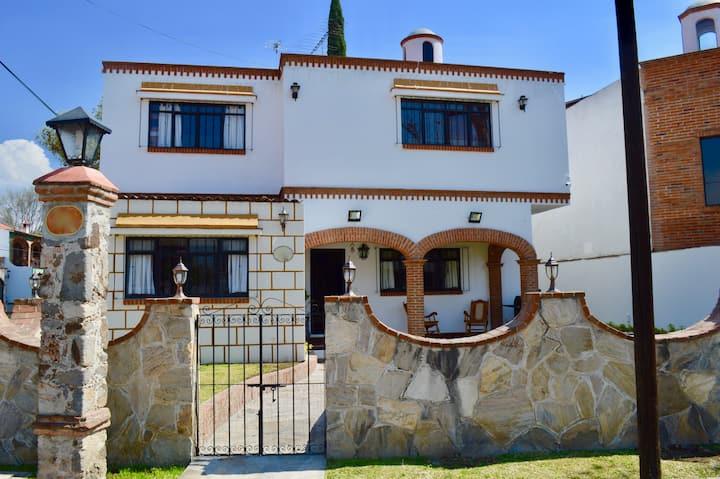 Hermosa casa en el centro de Tequisquiapan 23 pers