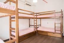 "female room/женская комната ""RedLine hostel"""