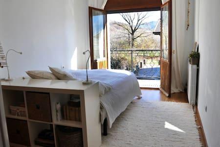 Amplia habitación con terraza - Haus