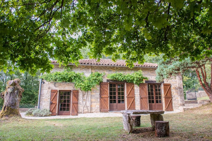 Converted Barn set in Stunning Garden - Saint-Antonin-Noble-Val - Rumah