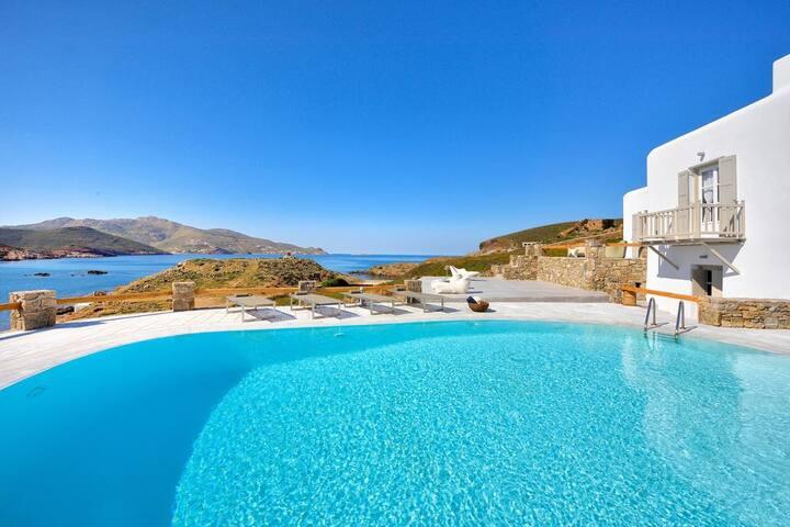 6BR Beachfront Villa in Mykonos, by UniqueVillas