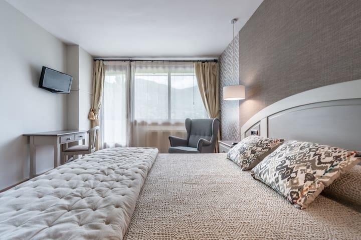 Hotel de Montaña en Ordesa / Mountain Hotel
