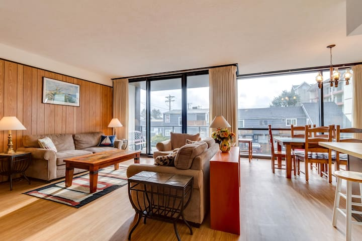 Coastal condo with partial ocean view, shared pool, sauna & fireplace!