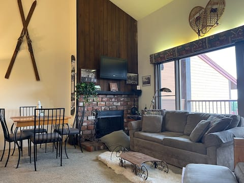 Location and views! Eclectic downtown loft