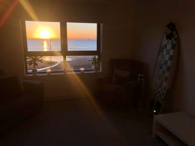 Xmas Beach View Penthouse Apartment, easy to Edi
