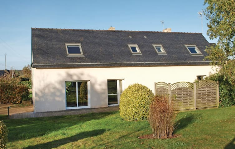 Holiday cottage with 3 bedrooms on 120m² in Plouegat Moysan