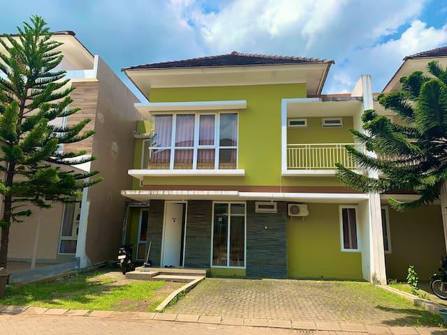 Gardenia Tiga - Comfort Villa at Malang