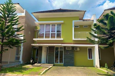 3 Bedroom Villa at Springhill Garden Malang