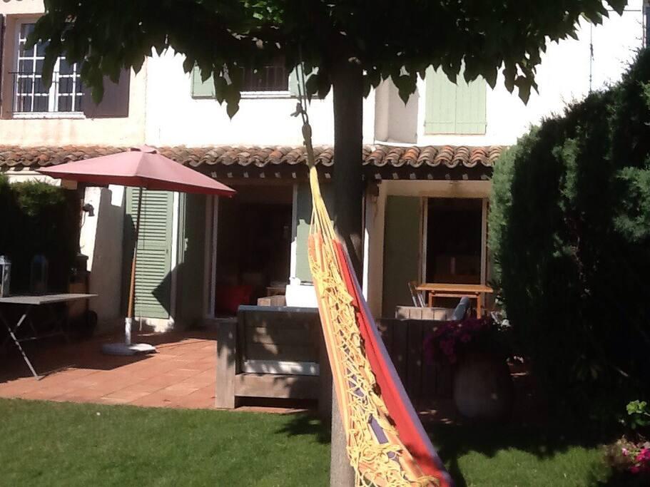 La terrasse avec coin repas
