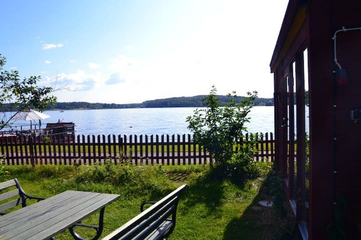 Cottage with a lake view, central location.