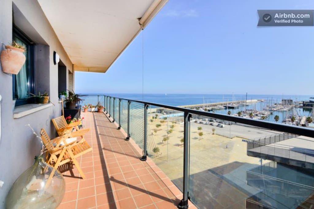 Terraza con vistas al mar y al puerto de Marina Badalona - Terrace overlooking the sea and the port of Marina Badalona