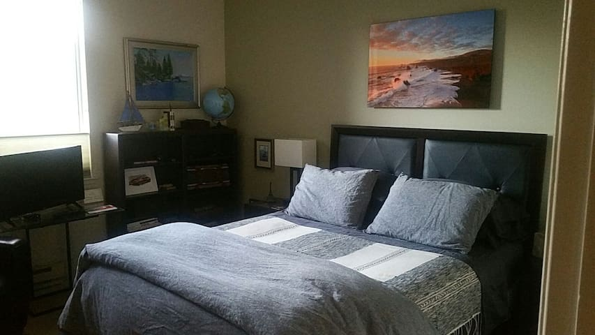 Comfy Bed Room/bath in Marina Bay near Waterfront!