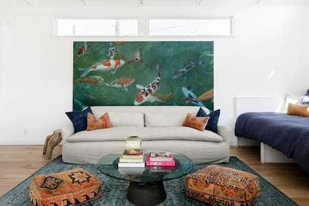 Art-filled Creative Studio Close to the Rose Bowl