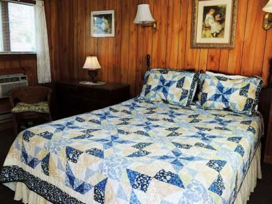 Cottage Room with Queen bed