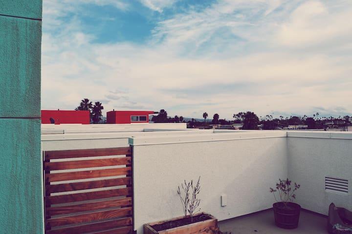 Modern loft style living by beach - Costa Mesa - Talo