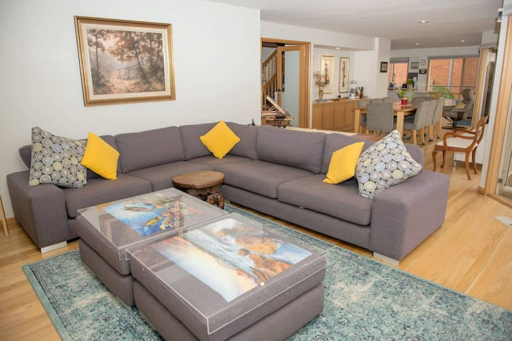 Two Bedroom Quality Family Home or Exec Stay
