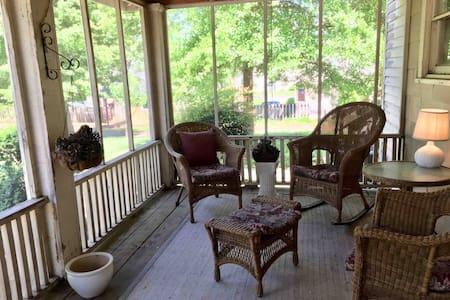 Quaint home steps away from downtown Cartersville