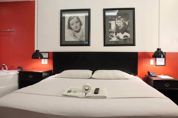 Diamondwoods Hotel with Jacuzzi