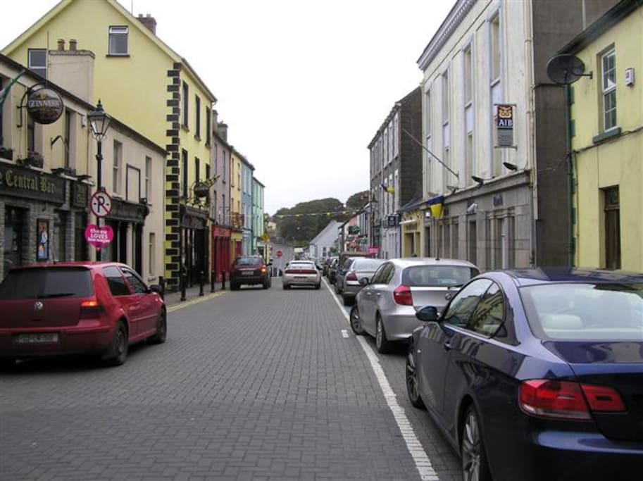 Manorhamilton is a small Irish town with lots of character, nestled in the North Leitrim glens.