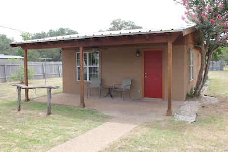 Cottage near the Square - Wimberley - House