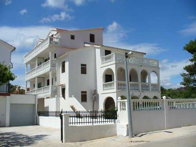 "Villa ""Natalie"" Brodarica - Brodarica - Casa"