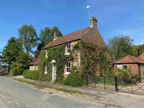 Wold View, Charming country cottage.