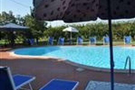 Il Torrione : casa vacanza per 2/6 - Castel Bolognese