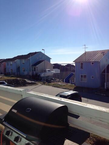 Rækkehus i to plan i roligt kvarter - Nuuk