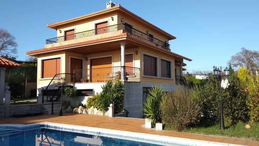 Itxi y Jamin - Casa con piscina y vistas a la Ria