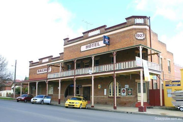 The Railway Hotel Bathurst - Bathurst - Bed & Breakfast