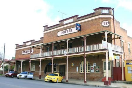 The Railway Hotel Bathurst - Bathurst - Bed & Breakfast