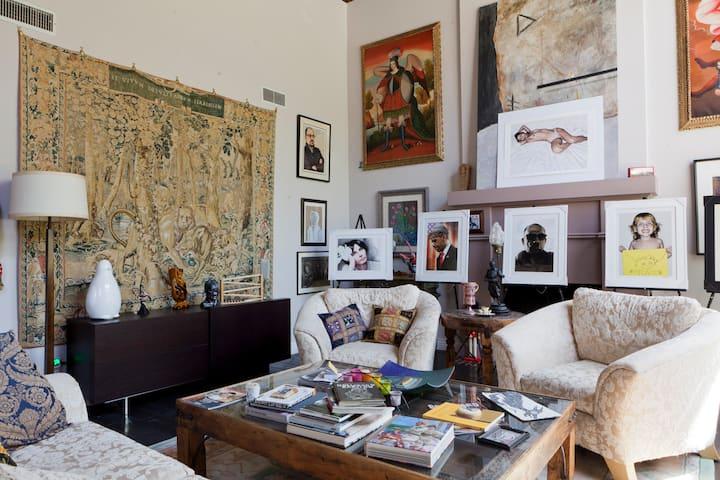 (R2) Spacious room in a high-end home