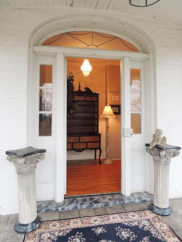 Southern Charm Colonial Style Apt - McMinnville - อพาร์ทเมนท์