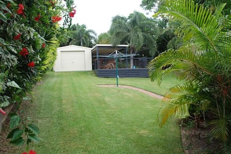 Yeppoon: quiet location, hill view - Haus