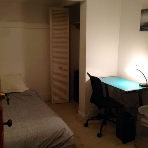 Nice Quiet Furnished Room Upstairs