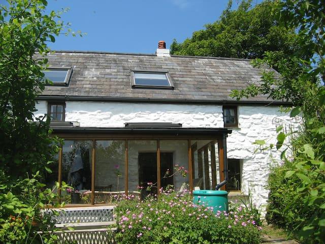 Beautiful 300 yr gem of a Farmhouse in National Pk - Preseli Hills - Maison
