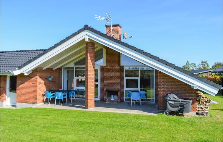 Holiday cottage with 3 bedrooms on 73m² in Hadsund