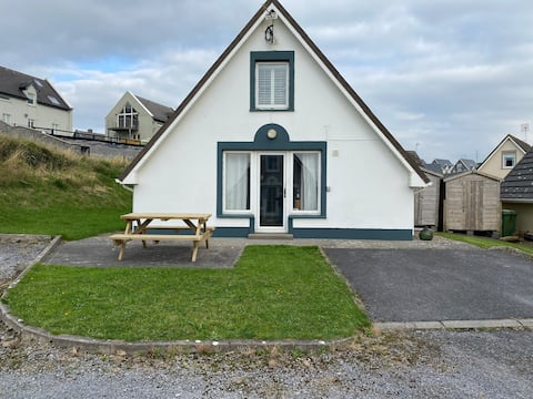 3 Bedroom Holiday Home with Sea Views