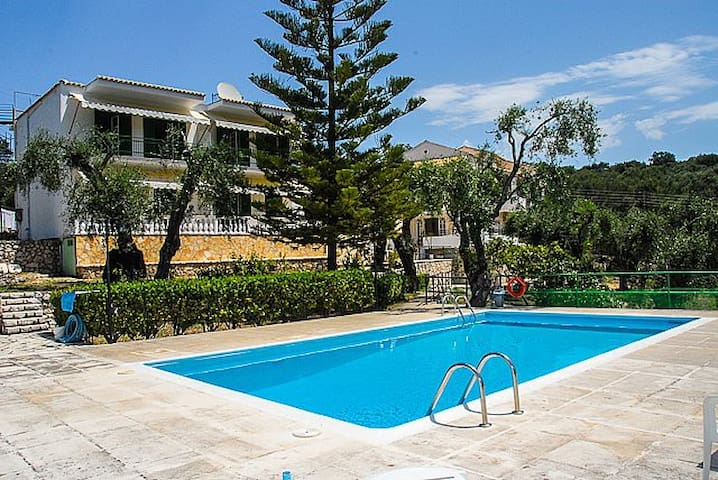 Fragiskos Apt: 2 bedrooms and pool - Perithia - Wohnung