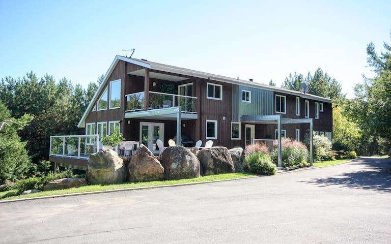 Valhalla Estate ( Near Ste. Anne's Spa )