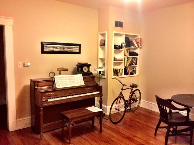 Large 2BR - Close to downtown