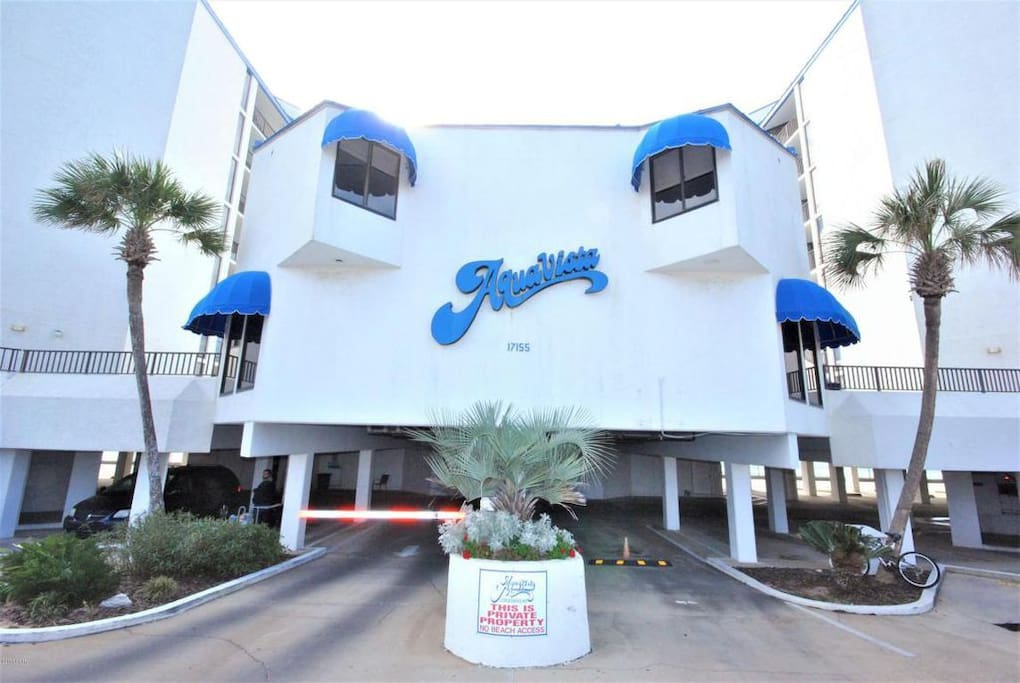 Entrance to Aquavista free parking outside the gate plus availability for free parking garage parking also.