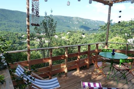 Petit chalet vue imprenable piscine - Avèze - Chalet