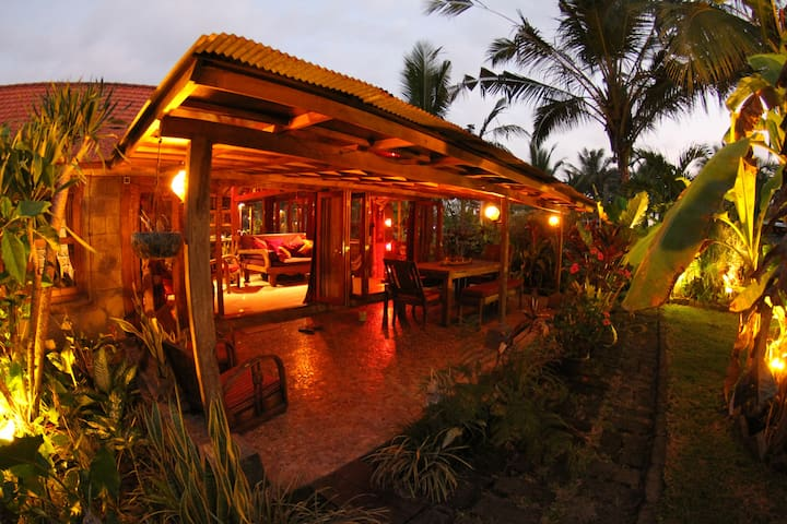 BALIAN BEACH VILLA- at Balian Beach - West Selemadeg