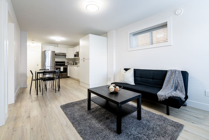 Relaxed Basement Suite 2Bdrm+1Bath in Burnaby