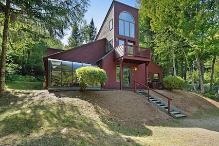Private & dog-friendly home w/ balcony, deck - in the White Mountains!